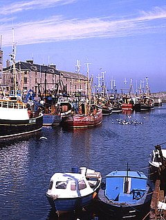 Lossiemouth Harbour - geograph.org.uk - 217148.jpg