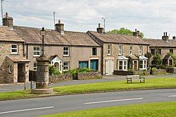 Houses in Aysgarth (6216).jpg