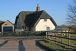 Thatched cottage at Diddington - geograph.org.uk - 1745244.jpg