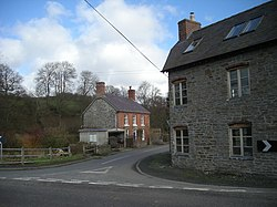Houses at New Invention - geograph.org.uk - 705639.jpg
