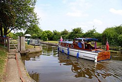 A boat entering Culham Lock - geograph.org.uk - 1336787.jpg