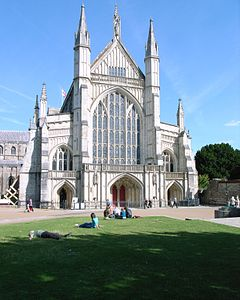 Winchester Cathedral -west front-21July2008.jpg