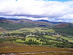 Braemar from morrone 01SEP06.jpg